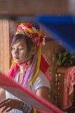 INLE-MEER, MYANMAR - NOVEMBER 30, 2014: een niet geïdentificeerd meisje van Stock Afbeeldingen
