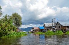 INLE-MEER, MYANMAR- 26 SEPTEMBER, 2016: Beroemde drijvende tuinen op het Inle-Meer Stock Afbeeldingen
