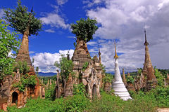 Inle See Myanmar - Indein Pagoden Lizenzfreies Stockfoto