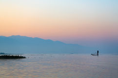 Inle See-traditioneller Fischer Stockfotos
