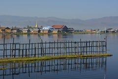 Inle sjö i morgonsolskenet royaltyfri fotografi