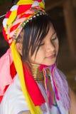 INLE-SJÖ, MYANMAR - NOVEMBER 30, 2014: en oidentifierad flicka av Arkivbilder