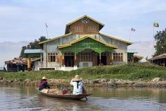Inle sjö - buddistisk kloster - Myanmar Arkivbild