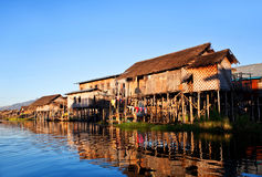 inlelake myanmar över byvatten Arkivbilder