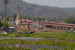 inlelakemyanmar tempel Arkivfoton