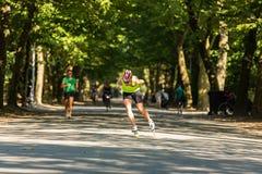 Inline åka skridskor i Amsterdam Vondelpark Fotografering för Bildbyråer
