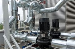 Inline centrifugala pumpar med pipeworken Fotografering för Bildbyråer