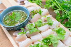 Inmersión rayada hervida del cerdo, Tailandés-comida Foto de archivo