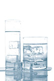 Innaffi con i cubi di ghiaccio Fotografie Stock Libere da Diritti