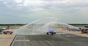 Innaffi il saluto per retireing l'aeroplano di Sourhwest o la p fotografia stock