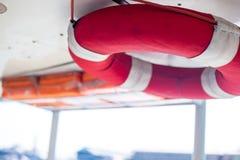 Innaffi il salvataggio ed il salvagente dell'anello dell'acqua o dell'attrezzatura di soccorso Fotografie Stock