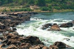 Innaffi la corrente a Kaeng Tana National Park, Ubonratchani, Tailandia fotografia stock libera da diritti