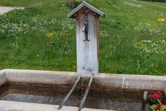 Innaffi la depressione fatta della pietra nel Tirolo del sud, Italia Fotografia Stock Libera da Diritti