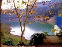 Innaffi la diga il bacino idrico di Tranco, Tranco il de Beas Fotografie Stock