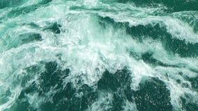 Innaffi la superficie, la vista sul mare dell'acqua selvaggia e l'onda di oceano stock footage