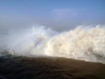 Innaffi le masse allo sbocco della centrale idroelettrica di Merowe Fotografia Stock