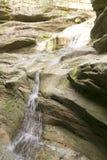 Innaffi lo scolo nel canyon Immagine Stock