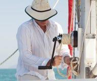 Innalzamento della vela Fotografia Stock Libera da Diritti