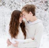 Innamorati felici che esaminano uno un altro Fotografie Stock