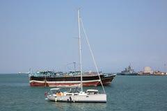 Inne vid kusten säkerhet för USA-MARIN som patrullerar i från Djibouti port Arkivfoto