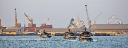 Inne vid kusten säkerhet för USA-MARIN som patrullerar i från Djibouti port Fotografering för Bildbyråer