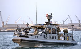 Inne vid kusten säkerhet för USA-MARIN som patrullerar i från Djibouti port Royaltyfri Bild