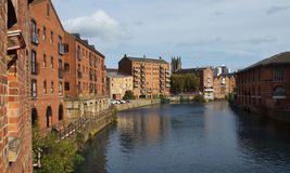 Innegrejlägenheter längs Riveret Aire i Leeds Arkivfoto