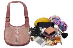 Innehåll av damtoalett handväska arkivfoton