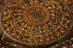 Innen- Ansicht zu beschmutzter Moschee Alaca Cami Kalkandelen malte alias Moschee, Tetovo, Nord-Mazedonien stockfotografie