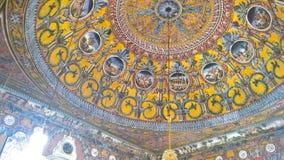 Innen- Ansicht zu beschmutzter Moschee Alaca Cami Kalkandelen malte alias Moschee, Tetovo, Nord-Mazedonien lizenzfreie stockfotografie