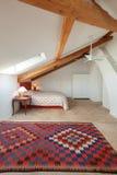 Innen-, bequemes Schlafzimmer Stockfotografie