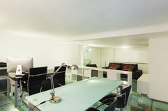 Innen-, breiter Dachboden, Studio Stockfotos
