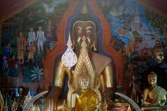 Innen-Buddha-Statue von Wat Phra That Doi Suthep in Chiangmai, Thailand Stockfotos