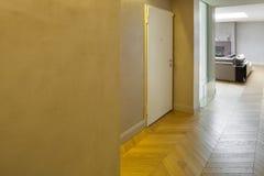 Innen-, gelber Eingang Lizenzfreie Stockbilder