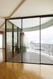Innen-, großes Fenster Stockfotografie