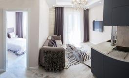 Innen, Küche, Badezimmer, Wohnzimmer, Halle, Korridor, Studie lizenzfreie stockfotos