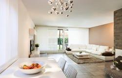 Innen-, schöne Wohnung Stockfoto