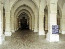 Innen-von--Historisch-sechzig-Haube-Moschee-bagerhatBangladesch lizenzfreie stockfotografie