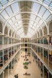 Innenanblick im Nationalmuseum von Schottland in Edinburgh an einem sonnigen Sommertag Lizenzfreies Stockfoto