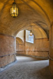 Innenansicht der alte Tunnel, Tunnel mit dem Licht, das vom Ausgang kommt Stockfotografie