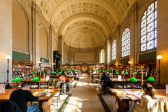 Innenansicht des Ablesenbereichs historischer Boston-öffentlicher Bibliothek Lizenzfreies Stockbild