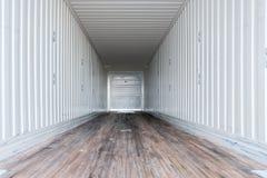 Innenansicht des leeren halb LKWs trockener van trailer stockbild