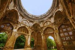 Innenansicht einer großen Haube bei Jami Masjid Mosque, UNESCO schützte archäologischen Park Champaner - Pavagadh, Gujarat, Indie stockbild