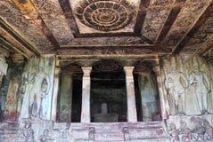 Innenansicht stein-geschnittenen Tempels Ravanaphadi, Aihole, Bagalkot, Karnataka Vorzüglich geschnitzte Decke beider matapas, ge lizenzfreie stockfotos