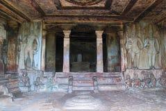 Innenansicht stein-geschnittenen Tempels Ravanaphadi, Aihole, Bagalkot, Karnataka Vorzüglich geschnitzte Decke beider matapas, ge lizenzfreie stockfotografie