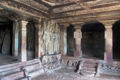 Innenansicht stein-geschnittenen Tempels Ravanaphadi, Aihole, Bagalkot, Karnataka Vorzüglich geschnitzte Decke des matapa, geschn lizenzfreie stockfotografie