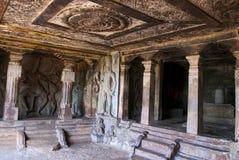 Innenansicht stein-geschnittenen Tempels Ravanaphadi, Aihole, Bagalkot, Karnataka Vorzüglich geschnitzte Decke des matapa, tanzen lizenzfreie stockfotografie