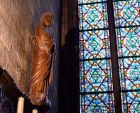 Innenansicht von Notre-Dame-Kathedrale, historische katholische Kathedrale betrachtet, eins der feinsten Beispiele von französisc Stockbilder