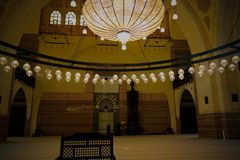 Innenansicht zu Al Fateh Mosque, Manama, Bahrain lizenzfreie stockfotografie