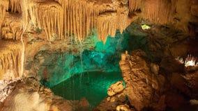 Innenansicht zu Höhle Grutas Mira de Aire in Portugal stockbilder